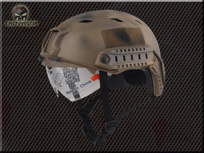 FAST Durable Airsoft Fast Helmet Shroud Camo Rhombus w Goggle NGBJ
