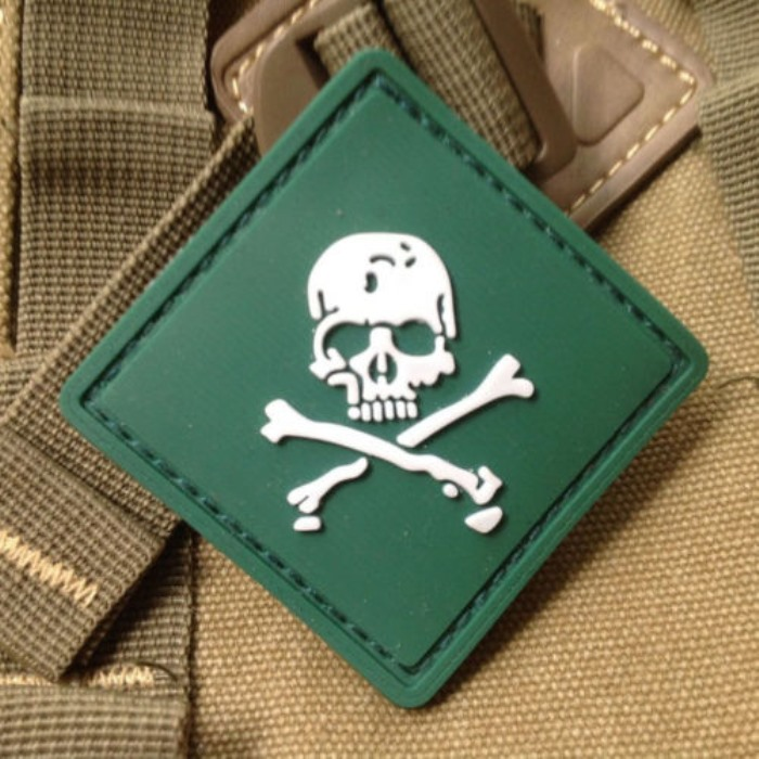 Tactical Gear Skull Flag 3D PVC Velcro Patch Rubber Morale Badge OD